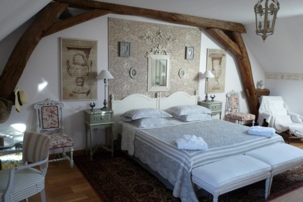 spacious-rooms-bnb-burgundy