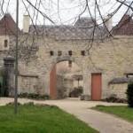 jouancy-guest-rooms-burgundy